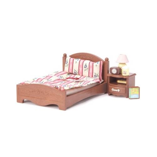 Большая кровать и тумбочка Sylvanian Families Детский мир 379.000